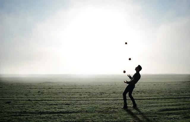 juggler-1216853_1280.jpg